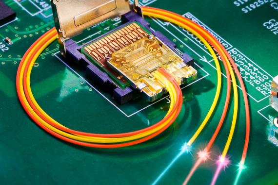 intel-light-peak-laser-on.png