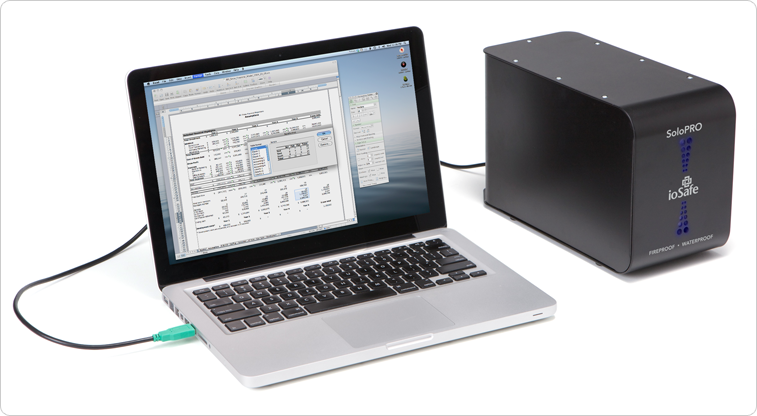 ioSafe SoloPro и ноутбук